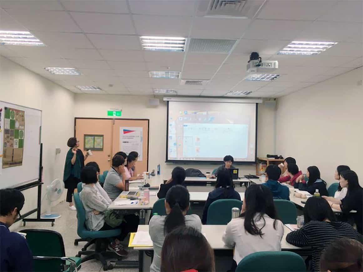 黃貞燕老師先為本次講座進行引言、前導介紹